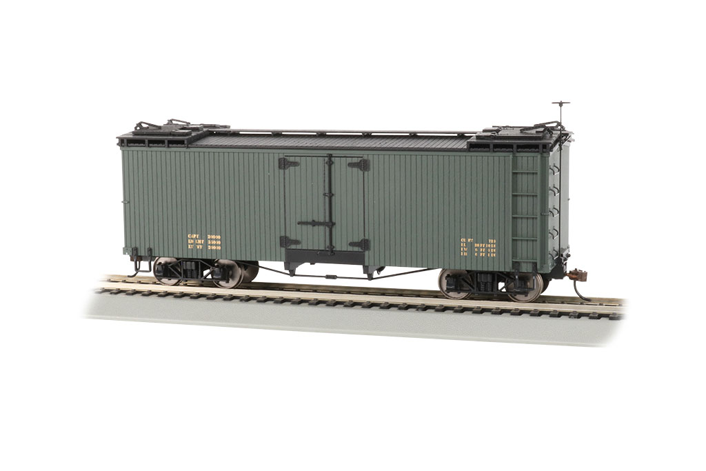 Bachmann On30 Reefer Box Car - Green with Black Roof