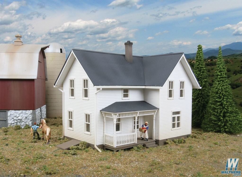 Walthers #933-3333 Rural USA Lancaster Farmhouse - HO Scale Kit
