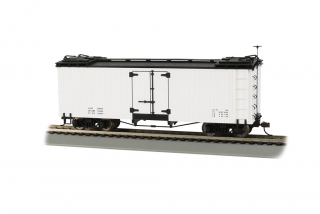 Bachmann On30 Reefer Box Car - White with Black Roof